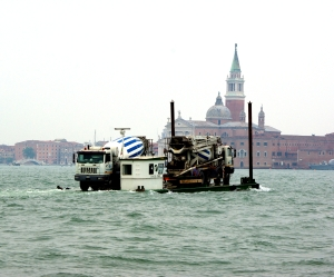 Cementblandarbilbåten.