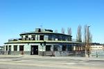 Kolingsborg. En byggnad från 50-talet. Vad sägs om ett café där? Eller en fisksaluhall?